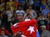 古巴选手洛佩兹赛后庆祝 与教练拥抱